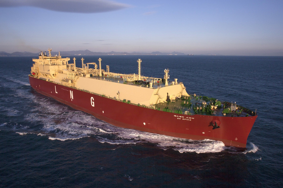 SK Shipping's'SK Spica' using Korean LNG cargo hold technology.  There is a legal dispute due to defects such as freezing on the outer wall of the cargo hold.  Photo Korea Gas Corporation