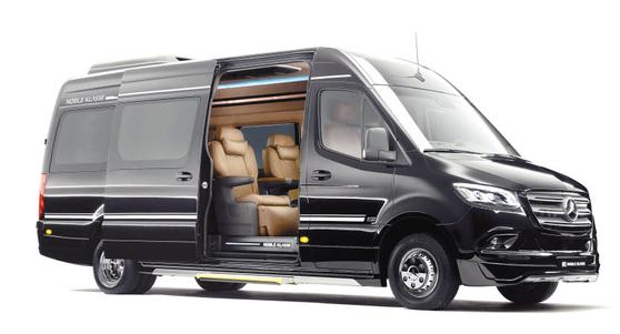 메르세데스-벤츠와 노블 클라쎄가 만나 탄생한 스프린터 L13은 VIP를 위한 최고급 리무진 차량이다. 럭셔리한 실내 공간이 강점이다. [사진 노블 클라쎄]