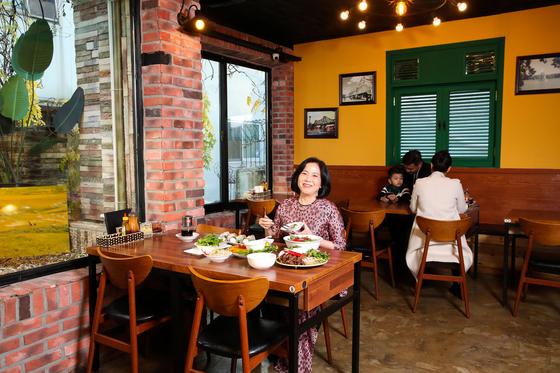 서울 충정로에 자리한 하노이맛집은 주한 베트남 대사관의 단골 회식 장소다. 찐뚜란 주한 베트남 대사 부인은 고향 하노이의 맛이 그리울 때마다 이 식당을 찾는다. 우상조 기자