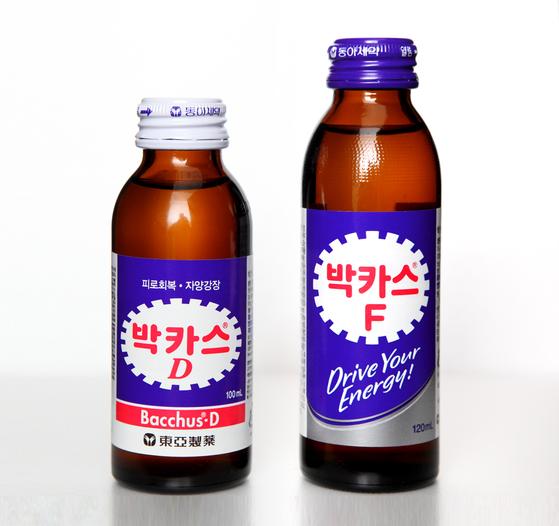 박카스D의 D는 드링크(Drink)라는 의미였다. 1991년 박카스F(포르테)로 리뉴얼되면서 단종됐다. 2005년 타우린 성분을 두 배로 늘린 제품이 나오면서 다시 박카스D를 제품명으로 쓰고 있다. 현재의 D는 '더블(double)을 뜻한다. 사진 동아제약