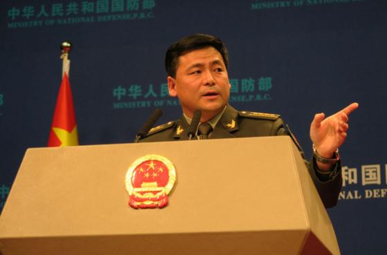 중국 국방부 런궈창 대변인은 26일 군 현대화 4대 추진 방향을 공개했다. [중국 국방부 홈페이지 캡쳐]
