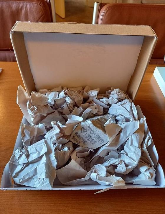 미국 조지아주 애틀란타의 제스는 최근 이탈리아국립박물관에 사과의 편지와 함께 자신이 2017년 로마에서 가져간 대리석 조각을 돌려보냈다. [사진 이탈리아국립박물관]