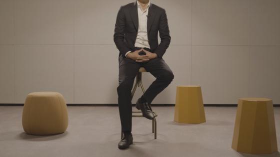 지난 24일 '시무7조'를 쓴 필명 조은산이 중앙일보와 인터뷰하고 있다. 정수경 기자