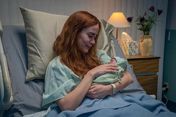 영화 '런'에서 엄마 다이앤 역을 맡은 믿고 보는 배우 사라 폴슨. 탁월한 연기력으로 영화 전체의 긴장감을 높였다. [사진 올스타엔터테인먼트]
