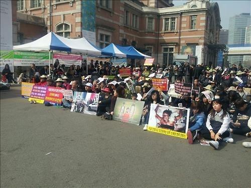 2016년 3월 보수단체와 기독교단체들이 서울역 광장에 모여 반(反) 이슬람 시위를 열고 있다. 연합뉴스