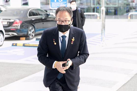 박주민 더불어민주당 의원이 25일 오후 서울 양천구 서울남부지방법원에서 열린 지난 20대 국회 '패스트트랙'(신속처리안건) 충돌' 관련 속행 공판에 출석하고 있다. 뉴스1