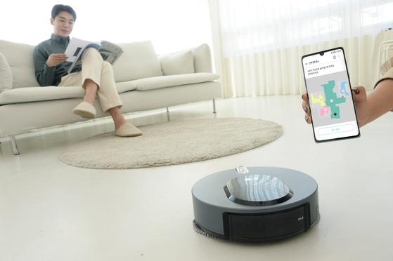 LG전자의 물걸레 로봇청소기 'LG 코드제로 M9 씽큐'는 70만 장의 사물 이미지를 사전에 학습한 인공지능 딥러닝 기술로 집 구조를 스스로 파악한다. 뉴스1