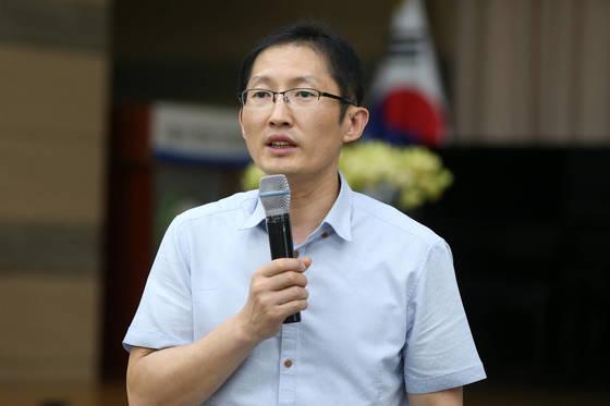 익산 약촌오거리 살인사건의 법률 대리인인 박준영 변호사가 지난 2017년 8월 강연을 하고 있다. 연합뉴스