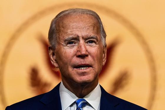 조 바이든 미국 대통령 당선인이 지난 25일(현지시간) 델라웨어주 윌밍턴의 퀸시어터에서 추수감사절 연설을 하고 있다. [AFP=연합뉴스]