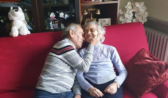 스테파노 보치니(81) 할아버지와 아내 카를라(74). [출처=파트리치아 바비에리 시장 페이스북]