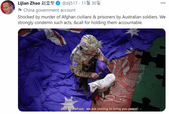 자오리젠 중국 외교부 대변인은 지난달 30일 트위터에 호주 군을 비판하는 풍자 이미지를 게시했다. [트위터]