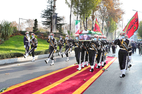 지난달 30일 이란 테헤란에서 열린 파흐리자데의 장례식.[AP=연합뉴스]