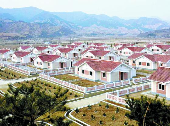 북한 수재민 입주용 새집
