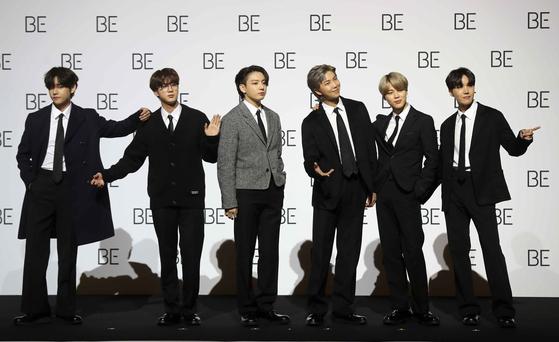 그룹 방탄소년단(BTS) 정국, 뷔, 진, RM, 지민, 제이홉(왼쪽부터)이 20일 오전 서울 동대문디자인플라자에서 열린 'BE(Deluxe Edition)' 글로벌 기자간담회에 참석해 포즈를 취하고 있다. 김상선 기자