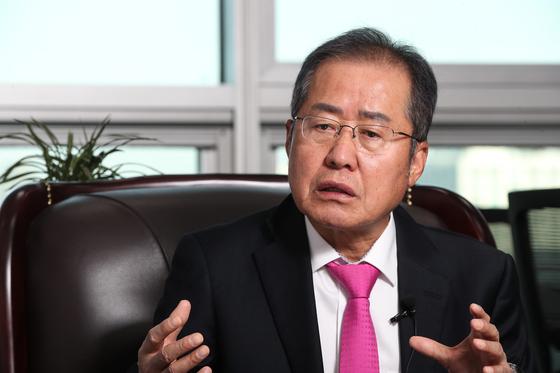 홍준표 文 진퇴양난…野 대신 투쟁하는 윤석열 검찰당 파이팅