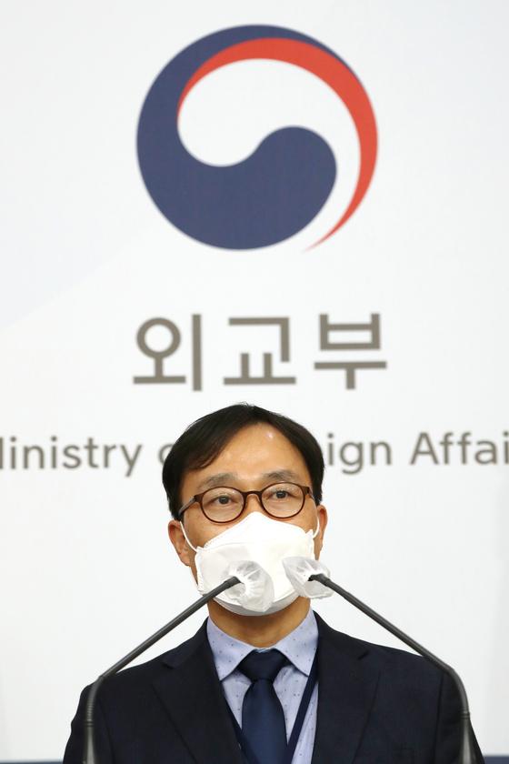 최영삼 외교부 대변인이 지난달 26일 오후 서울 종로구 외교부청사에서 정례브리핑을 하고 있다. [뉴스1]