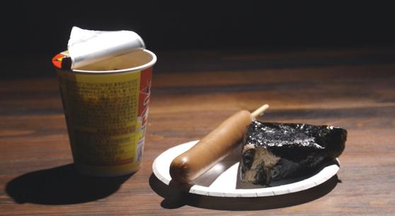 코로나19로 급식을 못 먹게 된 저소득층 아이들은 편의점 방문 횟수가 더 많아졌다. 사진 특별취재팀