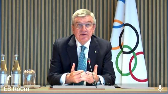토마스 바흐 IOC 위원장이 지난 10월 26일 화상으로 중앙일보와 인터뷰에 응하고 있다. 전수진 기자
