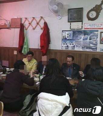 어려운 식당 형편 고려해 식사…대전 동구청장 코로나 회식 논란