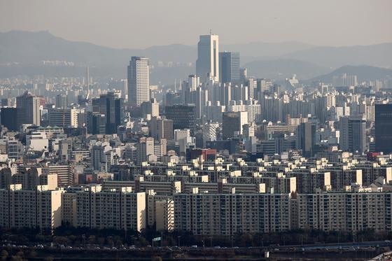 서울 매봉산에서 바라본 강남 일대 아파트의 모습. 연합뉴스