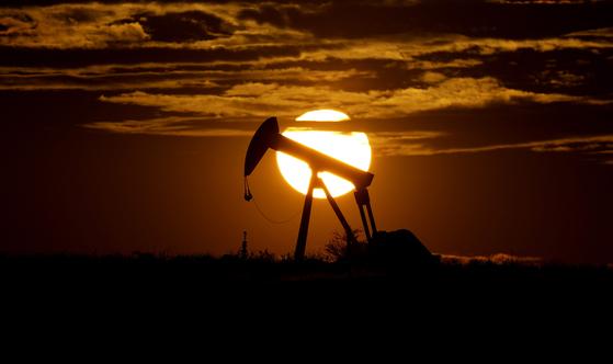 내년 초 산유량 '소폭 증산' 합의에 국제유가 상승…국제 금값 또 올라