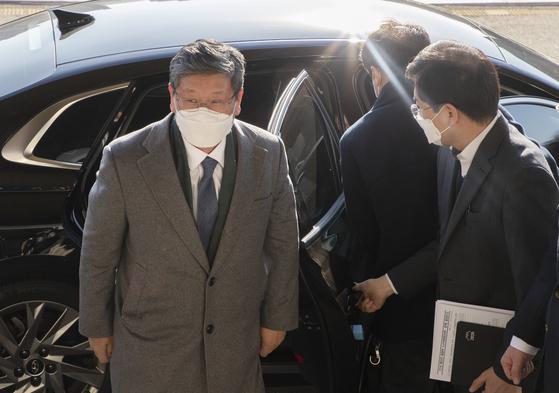 이용구 신임 법무부 차관이 3일 오전 경기도 과천 정부과천청사로 출근하고있다. 장진영 기자