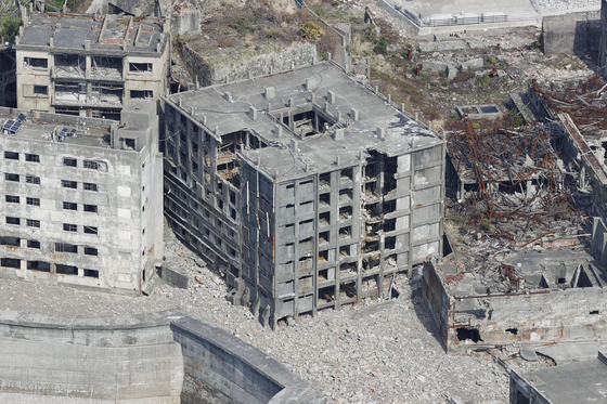 일본 강점기 강제 노역 현장이던 하시마(端島, 일명 '군함도')에 있는 철근콘크리트 건물의 침식이 진행되고 있다고 교도통신이 3일 보도했다. [연합뉴스]
