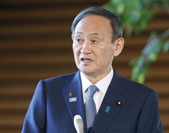 기자들의 질문에 답변하는 스가 요시히데(菅義偉) 일본 총리. [연합뉴스]