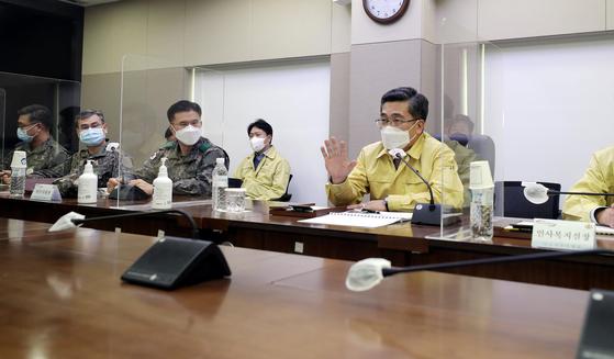 서욱 국방부 장관이 4일 오후 국군의무사령부와 수도병원을 방문해 신종 코로나바이러스 감염증(코로나19) 방역대응태세를 점검했다고 국방부가 밝혔다.   [사진 국방부]