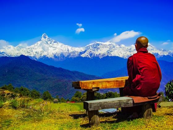 모든 것을 부처에게 온전히 맡기고 속세를 떠나 살아가는 티베트 스님들. 그들을 '조용히 오래' 바라보라. 자신이 얼마나 사치스럽고 탐욕스럽게 살아왔는지를 저절로 반성하게 될 것이다. [사진 pxhere]