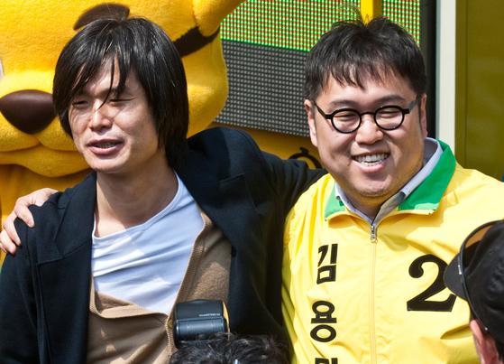 주진우(왼쪽) 전 시사인 기자와 시사평론가 김용민씨. 중앙포토