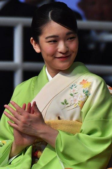 일본의 마코 공주가 2018년 7월 브라질 상파울로에서 열린 일본 축제에 참석해 박수를 치고 있다. [AFP=연합뉴스]