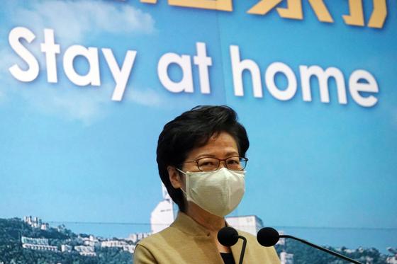 캐리 램 홍콩 총리가 코로나 19 관련 조치를 먼저 발표했다. [로이터=연합뉴스]