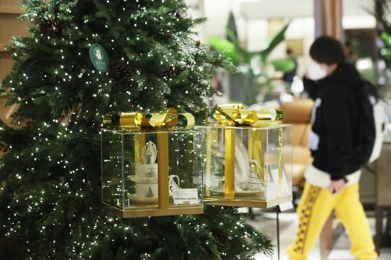 지난 4일 서울의 한 백화점. 신종 코로나바이러스 감염증(코로나19) 확산세로 '집콕'과 홈파티가 인기를 끌면서 홈파티용 상품 수요가 증가 추세다. 연합뉴스