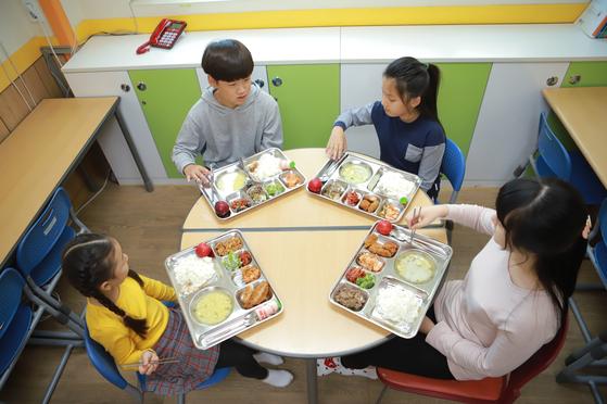 지난해 위스타트는 위아자 나눔장터 기부금으로 위스타트지역아동센터 급식비와 인성교육 프로그램을 지원했다. [사진 위스타트]