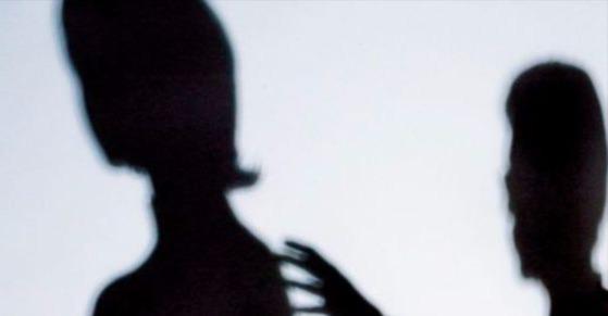 경찰이 초등학생을 유인해 성폭행한 남성에 대한 조사를 진행 하고 있다. [중앙포토]