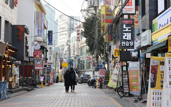 7일 오후 서울 마포구 홍대 앞 거리가 한산한 모습. 연합뉴스