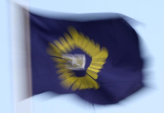 전국법관회의가 열린 7일, 대법원의 법원 깃발이 바람에 나부끼고 있다. [연합뉴스]