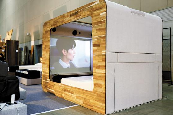 독립적인 복합공간 큐브에는 빔프로젝터가 내장돼 영화·게임 등을 안락하게 즐길 수가 있다.  [사진 라이핏침대]
