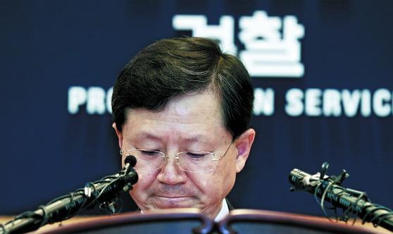 대검찰청 강력부장 시절 본인이 맡은 수사에 대해 설명하고 있는 윤갑근 변호사. 중앙포토