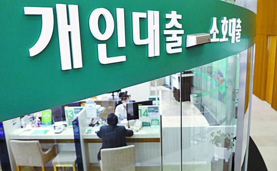 금융감독원에 접수된 민원 건수가 전년보다 13% 늘었다. 연합뉴스