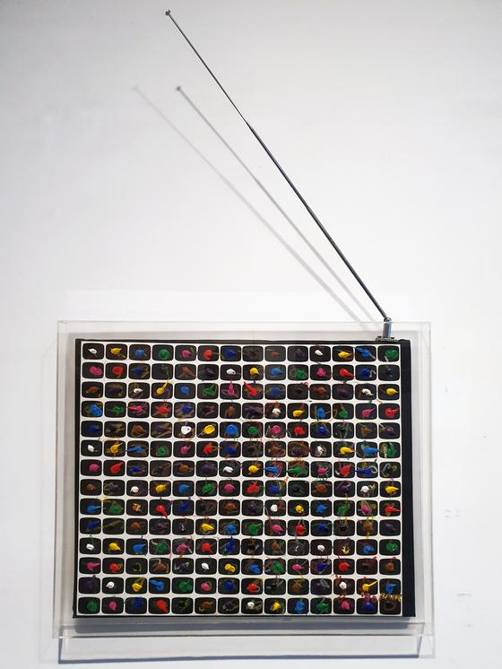 백남준, Untitled_1990, Acrylic, crayon on canvas,45 x 56 cm.[사진 리안갤러리]
