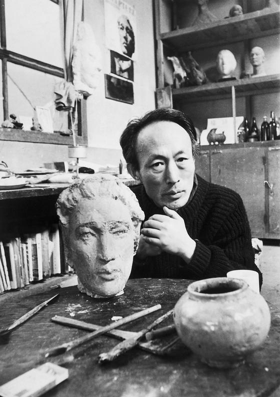 한국 조각사에서 근대와 현대를 잇는 역할을 한 조각가 권진규의 생전 당시 모습. [사진 권진규기념사업회]