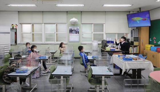 서울 중구의 한 초등학교에서 학생들이 수업을 받고 있다. 뉴스1