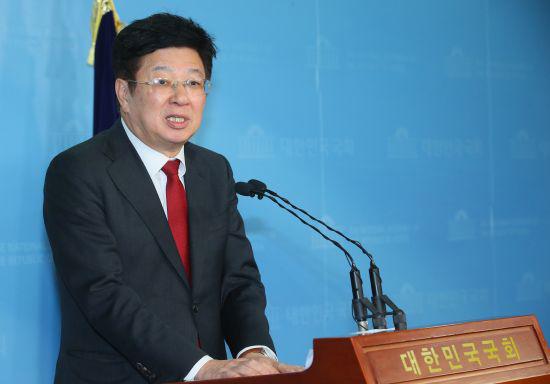 이종구 국민의힘 전 의원이 13일 국회 소통관에서 기자회견을 열고 내년 서울시장 보궐선거 출마를 공식 선언하고 있다. 오종택 기자