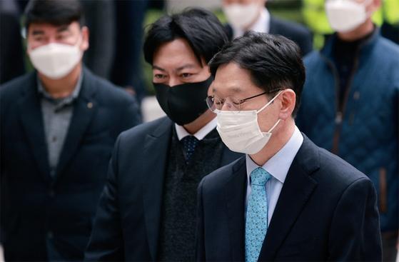 김경수 경남지사가 '댓글 여론조작' 혐의로 2심에서도 실형을 선고받았다. 11월 6일 서울고등법원에서 열린 항소심 선고 공판에 출석하는 김경수 지사. / 사진:연합뉴스