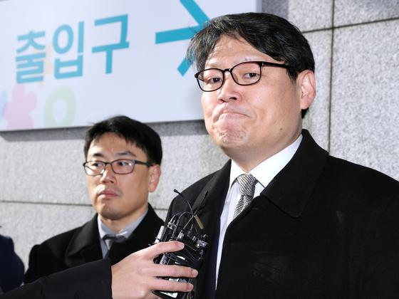 이광철 청와대 민정비서관(오른쪽). 연합뉴스