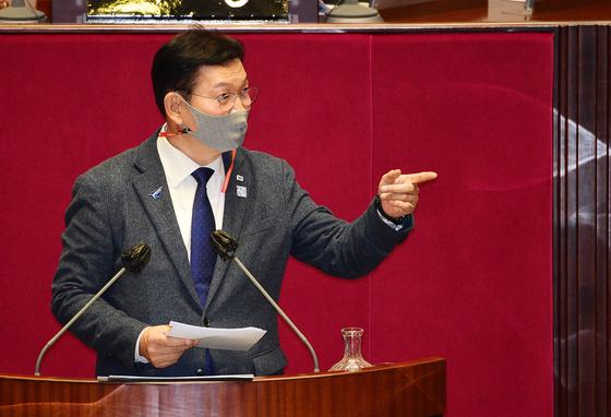 더불어민주당 송영길 의원(외교통일위원장)이 14일 서울 여의도 국회에서 열린 본회의에서 남북관계발전법 개정안에 대한 무제한 토론(필리버스터)을 하고 있다. 연합뉴스