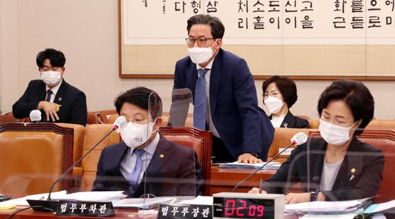 심재철 법무부 검찰국장이 지난 10월 서울 여의도 국회에서 열린 법제사법위원회의 법무부 등에 대한 국정감사에서 의원들의 질의에 답하고 있다. [뉴스1]