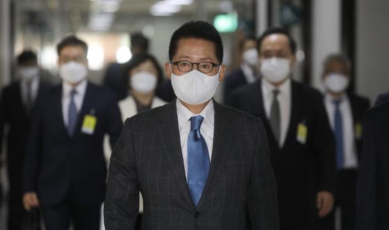 박지원 국가정보원장이 30일 오후 서울 여의도 국회에서 열린 정보위원회 전체회의에 참석하고 있다. 중앙포토